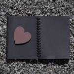 notaboekje met hartje in
