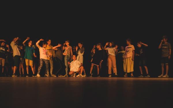 jongeren op het podium