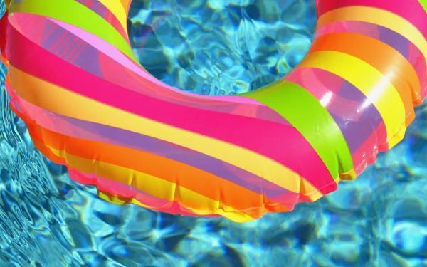zwemband in zwembad
