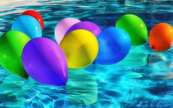 ballonnen in zwembad