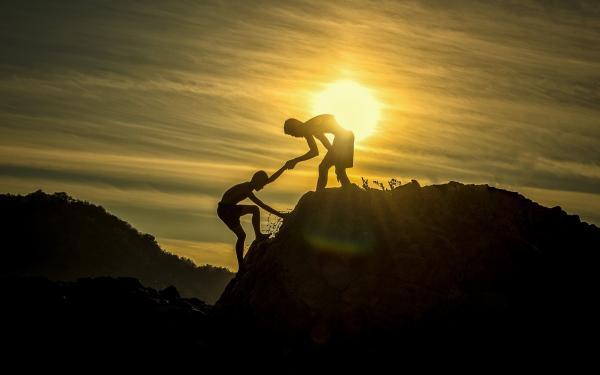 hulp bij de berg opklimmen