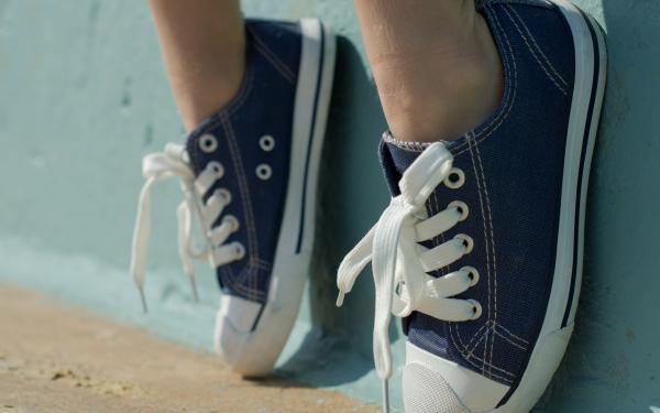 veters geknoopte schoenen